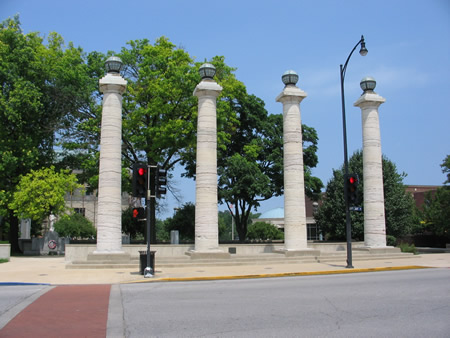 146-courthousecolumns.jpg