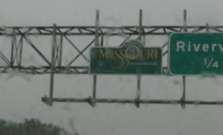 40-crossing-into-missouri-in-the-rain