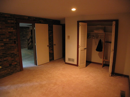 077-lowerbedroom