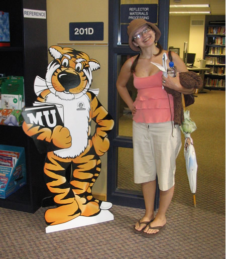 049-patty-posing-next-to-tiger